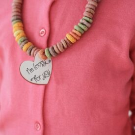 Valentine's Day Cereal Necklaces {With Free Printable}