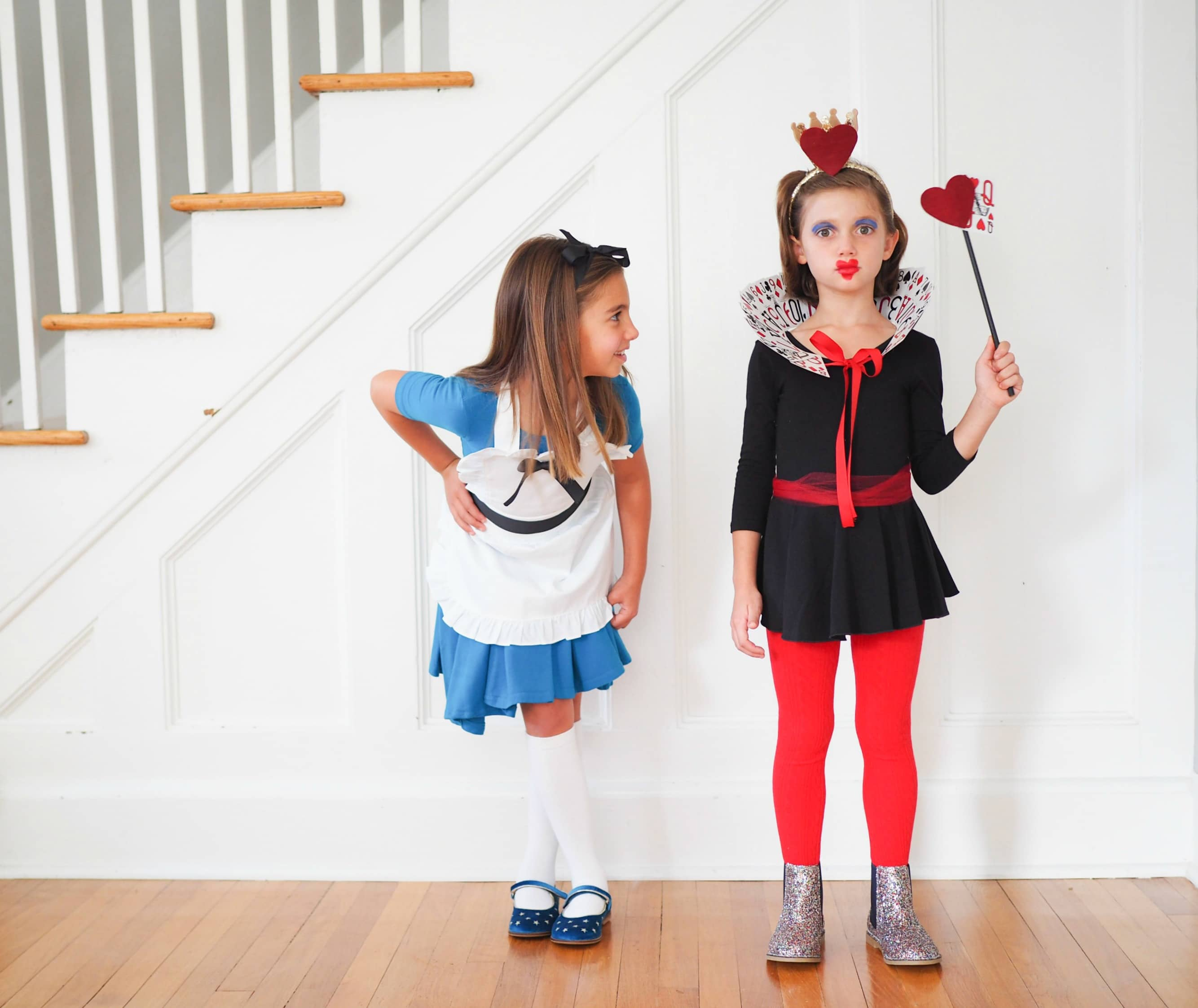 Easy Diy Alice In Wonderland Queen Of Hearts Costumes The Chirping Moms
