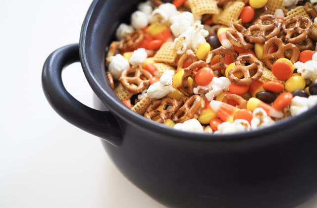 Halloween Snack Mix: Easy Halloween Treat Recipe