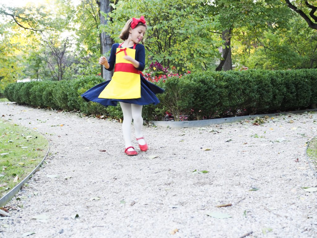 Easy DIY Costume: No Sew Snow White Costume - The Chirping Moms