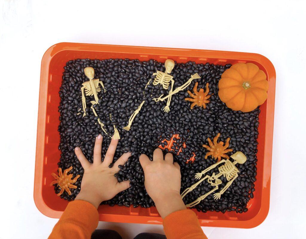 simple sensory bin kids activity for Halloween