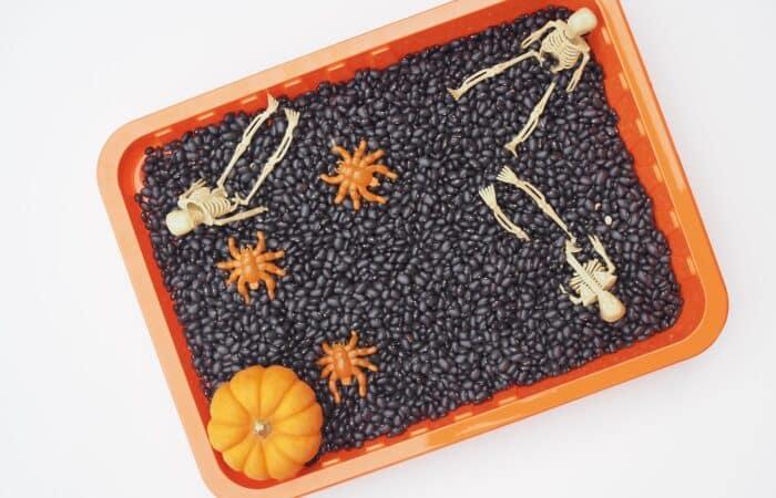 Super Simple Halloween Sensory Bin