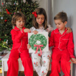 Finger Print Wreath: The Best Sibling Holiday Craft to Gift